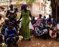 Mulheres que cantam em dançam em Canhob