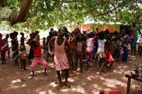 Crianças na festa do Dia da Criança em Canhobe
