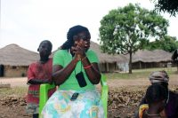 Mulher a cantar em Eticoga