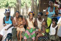 Saremeta - Mulheres e crianças cantam