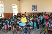 Crianças na escola da tabanca Caur