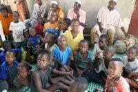 Tabatô - Crianças preparam-se para cantar