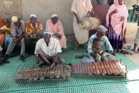 Tabatô - Música tradicional tocada no Balafon e Dundumba enquanto uma mulher canta