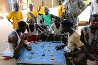 Cussana - Rapazes jogam damas